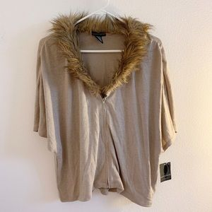 Short Sleeve Knit Zipper Top with Faux Fur Collar